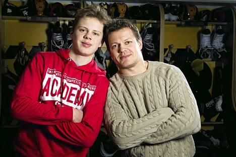Poika ja isä: Kasperi ja Sami Kapanen.