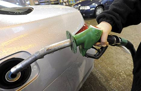 Uuden E10-bensiinin hintaa ei vielä päätetty