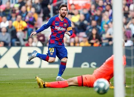 Lionel Messi teki Eibaria vastaan neljä maalia. Tässä syntyy niistä toinen.