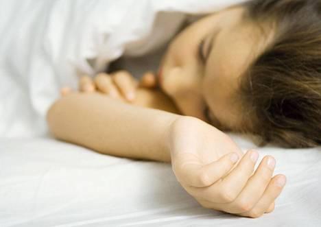 Masennuspotilas pystyy aamulla nousemaan sängystä mutta ei halua, väsymysoireyhtymäpotilas haluaisi nousta, mutta ei pysty.