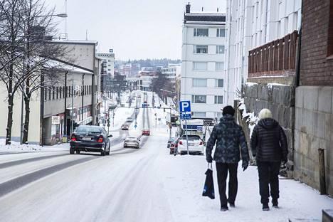 Opettajaopiskelijoiden lähtö vähensi nuoria ihmisiä Savonlinnan katukuvasta.