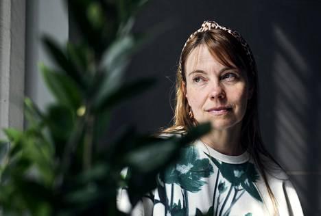 """""""Olen vienyt studion sinne, missä eläimet ovat"""", Sanna Kannisto kertoo."""