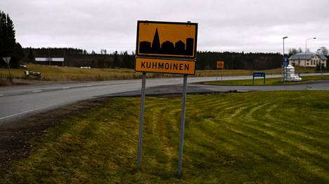 Kuhmoisten vuosien 2017–2021 kuntastrategian mukaan Kuhmoinen on Pirkanmaan portti Päijänteelle. Kunta siirtyy ensi vuoden alusta Keski-Suomesta osaksi Pirkanmaata.