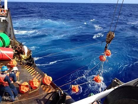 Hydrofonia nostetaan 11 kilometrin syvyydestä Mariaanien haudasta.