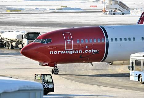 Ilmailualan unioni IAU uhkaa ensi tiistaina häiritä lakoilla Norwegianin lentojen matkustajapalveluita. Työantajien mukaan matkustajille ei pitäisi aiheutua häiriöitä, koska maapalvelut hoidetaan esimiesvoimin.