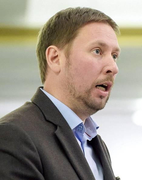 Vasemmistoliiton puheenjohtaja Paavo Arhinmäki ja Sdp:n kansanedustaja Jukka Gustafsson.