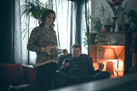 Keisari Aarniossa Leena Pöysti näytteli prostituoitu Saaraa ja Kari Hietalahti oli Jari Aarnio.