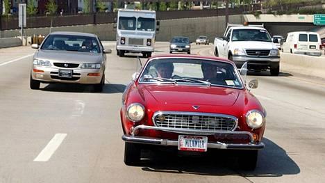 Volvo P1800:sta käytetään myös nimeä Pyhimys-Volvo, sillä 1960-luvulla tv-sarja Pyhimyksen päähenkilö ajeli tällaisella Volvolla.