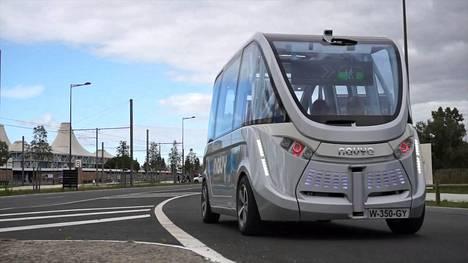 Navya esitteli itseohjautuvan bussinsa 2015.