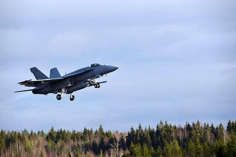 Yksipaikkainen Boeing F/A-18E Super Hornet Ilmavoimien HX Challenge -testaustapahtumassa Pirkkalassa helmikuussa 2020.