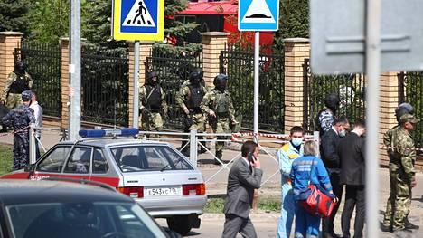 Useita ihmisiä on kuollut Venäjän Kazanissa, jossa kouluun saapunut hyökkääjä alkoi ampua.