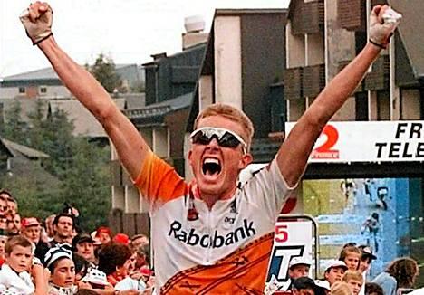 Rold Sörensen tuuletti Ranskan ympäriajon 13. etapin voittoa vuonna 1996.