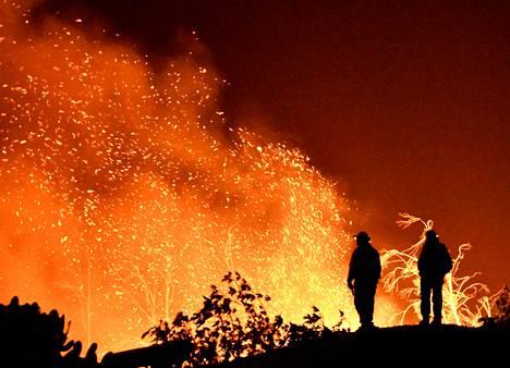 Thomas-palo tuhosi maastoa Montecitossa Kaliforniassa sunnuntaina.