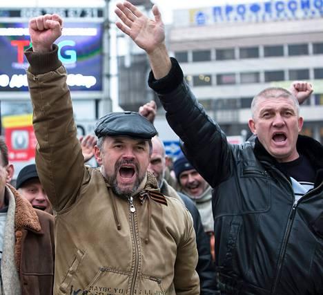 Krimin venäläiset esiintyivät uhmakkaina.
