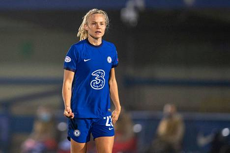 Pernille Harder plays his first season in Chelsea.