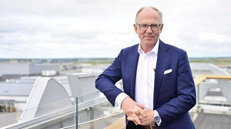 Finnairin toimitusjohtaja Pekka Vauramo valokuvattiin lentoyhtiön osavuosikatsauksen tiedotustilaisuuden yhteydessä Vantaalla 20. heinäkuuta.