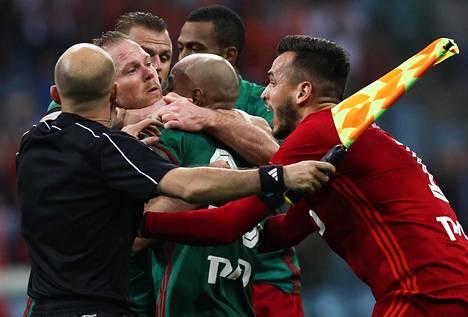Tunteet kuumenivat Venäjän cupfinaalin loppuhetkillä.