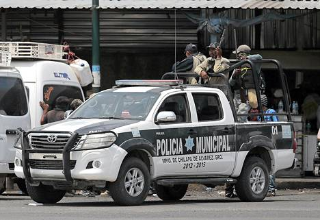Asejoukot riisuivat Chilapan poliisin aseista toukokuun alussa ja otti kaupungin viideksi päiväksi haltuunsa. Ainakin 15 nuoren miehen kerrotaan kadonneen tänä aikana.