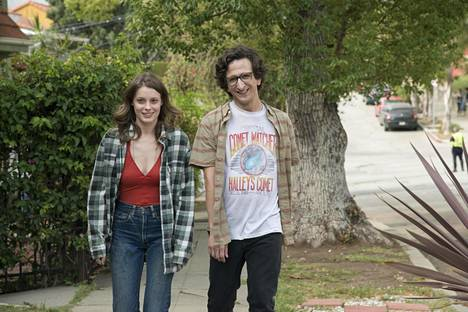 Sekoilija Mickey (Gillian Jacobs) ja kiltti nörtti Gus (Paul Rust) ovat Love-sarjan hupaisa pääpari.