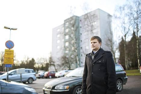 """Espoon länsimetron myötä myös Matinkuja 1:n pysäköintialueesta on tullut haluttua tonttimaata Matinkylän täydennysrakentamiseen. Myyntitulot saisi taloyhtiöiden perinteikäs huoltoyhtiö. """"Rengistä on tullut isäntä"""", sanoo taloyhtiön hallituksen puheenjohtaja Oskar Kohonen."""