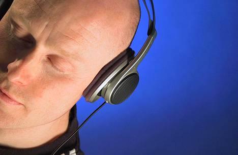 Suomalaisten aivot ovat herkistyneet erottamaan erityisesti äänen kestoa, sanoo tutkija.
