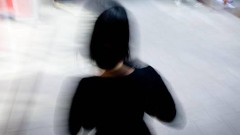 28-vuotias Eva kertoo, että oli aika, jolloin hän näki itsemurhan ainoana tienä ulos väkivaltaisesta avioliitosta.