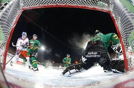 Ilves ja Tappara kohtasivat tällä kaudella muun muassa ulkoilmaottelussa Tampereen Sorsapuistossa joulukuussa.