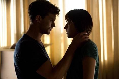 Christianista ja Anastasiasta kertova Fifty Shades of Grey -elokuva oli kirjojen tavoin kaupallinen menestys.