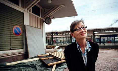 Liisa Akimof restauroi asemaa kulttuurille. Jo viime kesänä Haagassa esitettiin Tšehovia.