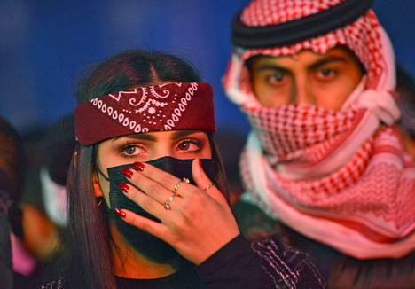 Saudifaneja elektronisen musiikin MDL Beast -festivaaleilla, joihin kutsuttiin useita amerikkalaisjulkkiksia.