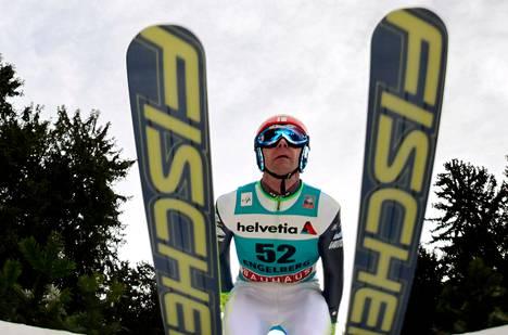 Janne Ahosen hypyt jäivät Engelbergissä torsoiksi.