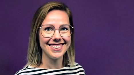 Silmäaseman tuotepäällikkö Hanna Airio tietää, minkälaisista silmälaseista suomalaiset pitävät.