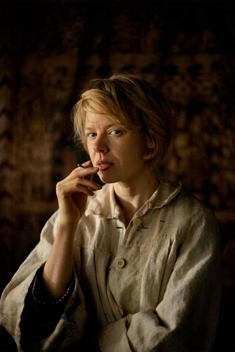 Tove-elokuva kertoo taiteilija Tove Janssonista. Elokuvan pääosaa näyttelee Alma Pöysti.