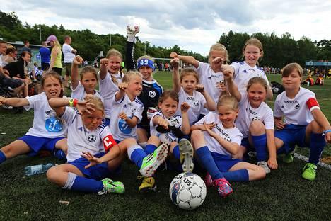 Hoogee KungFu Pandat esitteli lajilleen luontaista tuuletusta Helsinki Cupissa sunnuntaina.