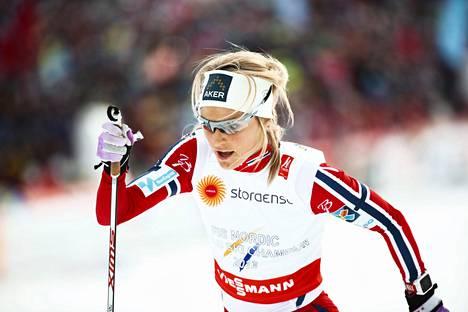 Therese Johaug on hiihdon valovaoimaisimpia tähtiä. Falunin MM-kisoissa 2015 hän voitti kolme kultamitalia.