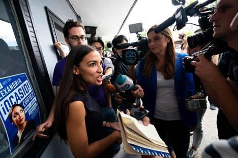 Yhdysvalloissa yksi markkinatalouden ongelmien esiin nostajista on demokraattiseksi sosialistiksi itseään luonnehtiva Alexandria Ocasio-Cortez, joka valittiin Yhdysvaltojen kongressiin marraskuun vaaleissa.