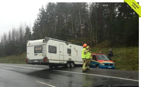 Onnettomuus sattui Turunväylän ja Kokinkylän liittymän välisellä tieosuudella.