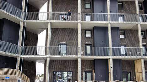 Petri Kaijanniemi perheineen asuu uudessa talossa Kruunuvuorenrannassa.