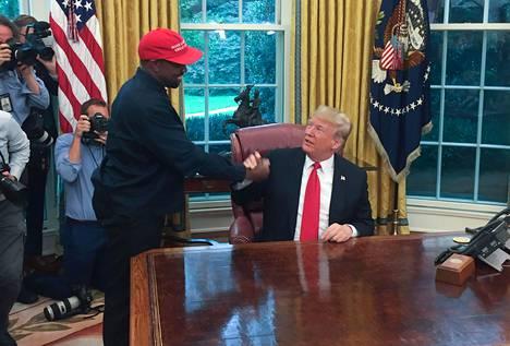 Loppuvuodesta 2018 West ilmoitti ottavansa etäisyyttä politiikkaan, mutta nyt hän on aikeissa hakea presidentiksi.