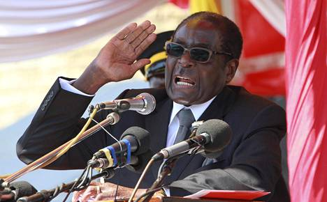 Zimbabwen president Robert Mugabe puhui Hararessa heinäkuussa 2011.