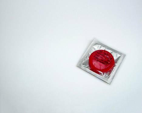 Suomalaisista vain puolet käyttää kondomia uuden kumppanin kanssa.