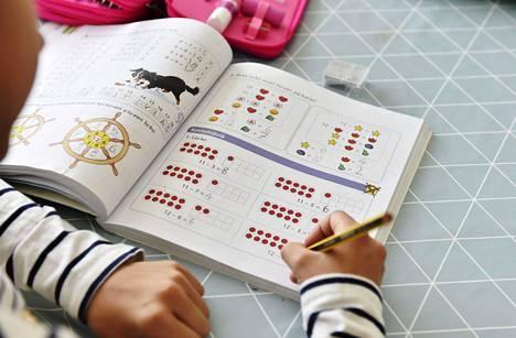 Vielä 10–11-vuotiaina tytöt ovat matematiikassa yhtä hyviä kuin pojat.