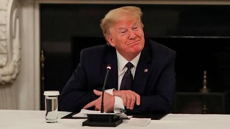 Yhdysvaltojen presidentti Donald Trump tapasi maanantaina ravintola-alan edustajia Valkoisessa talossa.