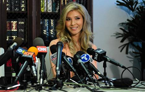 Jenna Talackova lehdistötilaisuudessa Los Angelesissa 3. huhtikuuta.