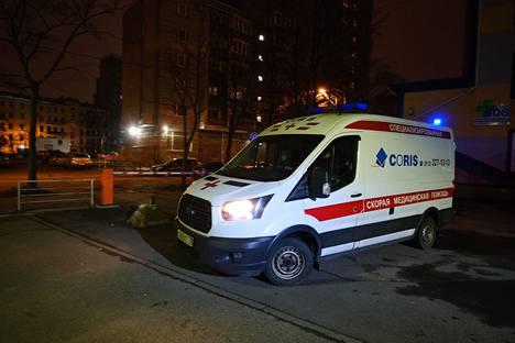 Coris-yhtiön ambulanssi lähtee kello 8.23 aamun ensimmäiselle hälytykselle.