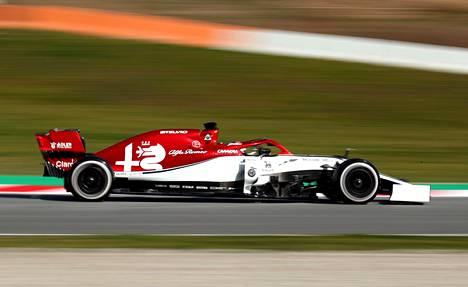 Kimi Räikkönen testasi helmikuun 18. päivä Alfa Romeotaan Barcelonan radalla.