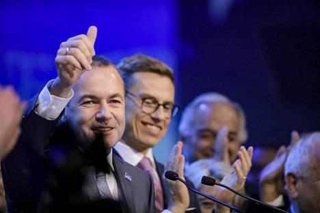 Manfred Weber (vas.) ja Alexander Stubb EPP:n kokouksessa Messukeskuksessa Helsingissä marraskuussa 2018.
