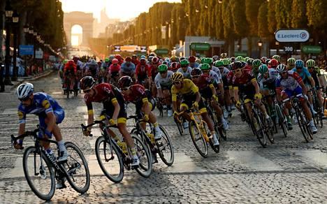 Ranskan ympäriajon kilpailijat ajoivat Pariisissa viime heinäkuussa.