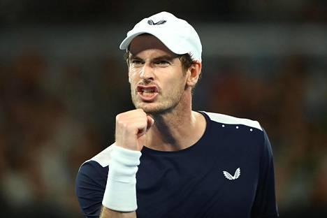 Andy Murray tuuletti onnistumisiaan raivokkaasti. Lopulta hän joutui kuitenkin taipumaan.