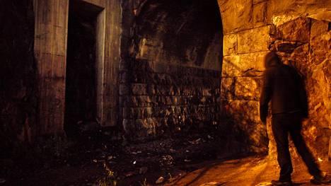 Pimeät ja syrjäiset paikat voivat herättää pelkoa.